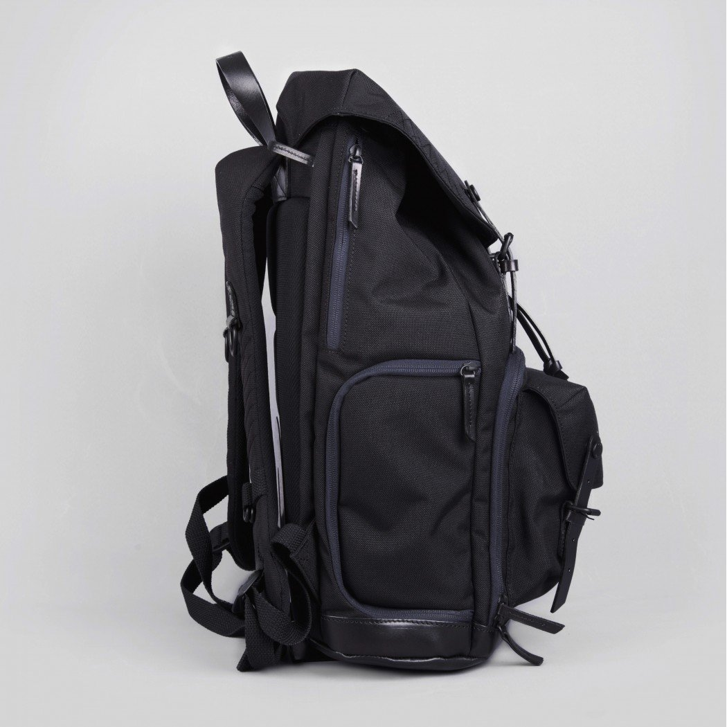 Yeti Oliver Black3-1050×1050